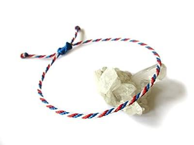 Bracelet corde/fil bleu blanc rouge Couleur Drapeau France. Porte chance/Brésilien/Simple. Fait avec du fil ciré et ajustable. Réf.#P4