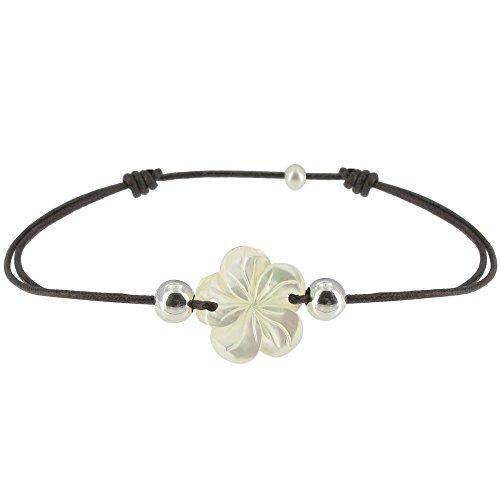 les-poulettes-bijoux-bracelet-fleur-de-nacre-ivoire-et-perles-dargent-lien-marron-fonce