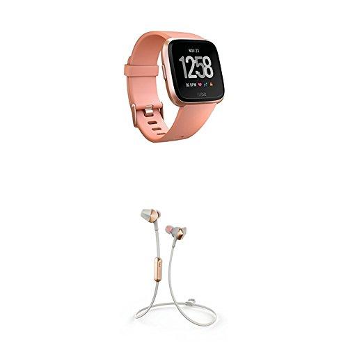 Fitbit Versa Health & Fitness Smartwatch, pfirsich, One Size, FB505RGPK-EU + Flyer Kabellose Kopfhörer, Lunar Grey, Onesize