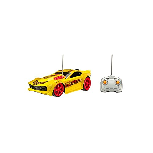 Hot Wheels - Mega Muscle R/C, FF con 2 Motores: 2 Asstd, vehículo Drift Rod, Color Amarillo (Toy State 91817)