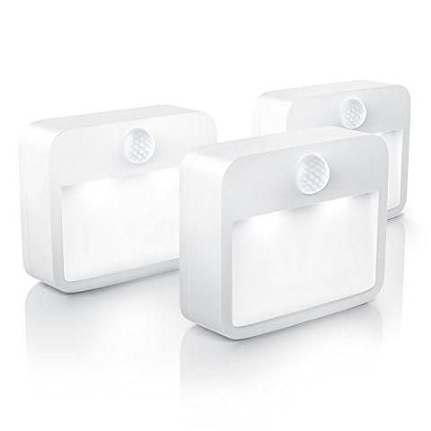 Brandson - 3 x LED Nachtlicht mit Bewegungsmelder und Helligkeitssensor (Dämmungssensor) | Batteriebetriebene Drahtlose Nachtleuchte / Nachtlampe mit Batterie (flexibel Einsetzbar) | inkl. Magnethalterung + Wandhalterung-Vorrichtung | Energieklasse A+
