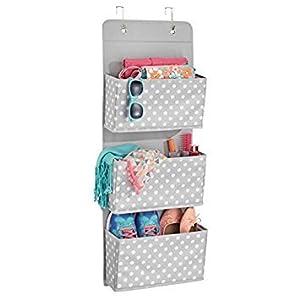mDesign Hängeaufbewahrung mit 3 Taschen - Schlafzimmer Aufbewahrung für Schuhe und Kleidung - Taschengarderobe zum Hängen mit Pünktchen-Muster - grau/weiß