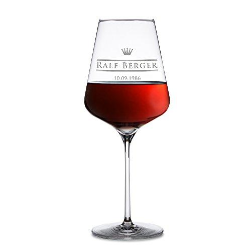 AMAVEL - Rotweinglas mit royaler Gravur - Personalisiert mit [Namen] und [Geburtstag] - originelle Geschenkidee zum Geburtstag - Echtglas - großes Rotwein Glas - Individuell graviertes Weinglas