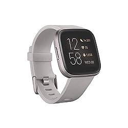 Fitbit Versa 2 - Gesundheits- und Fitness-Smartwatch mit Sprachsteuerung, Schlafindex und Musikfunktion, Steingrau/Nebelgrau