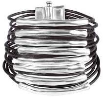 Comprar UNO de 50 Tu bi molt PUL1502 - Pulsera con varias vueltas de cordón de cuero en tono marrón oscuro con una pieza tubular y curva de metal bañado de plata en cada uno de ellos.