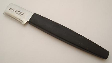 Hauptner British pattern dog stripping knife, right-handed