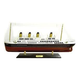 """Titanic Fully Assembled Model 3 sizes on Stand Belfast Harland & Wolff, Ship Length: 20.5 cms 8"""" S14144"""
