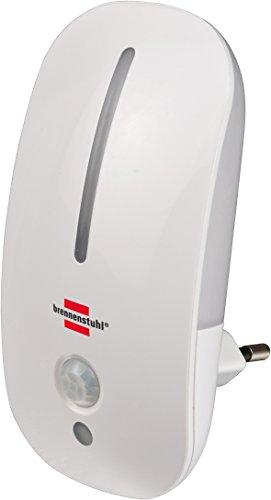 Brennenstuhl LED-Nachtlicht / sanftes Orientierungslicht mit Infrarot-Bewegungsmelder und Dämmungssensor für die Steckdose (mit Schalter) Farbe: weiß