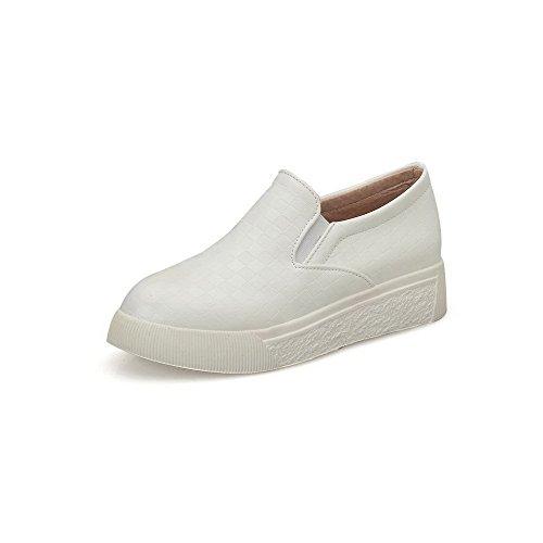 AllhqFashion Damen Rund Zehe Ziehen Auf Pu Leder Rein Niedriger Absatz Pumps Schuhe Weiß