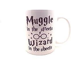 Harry Potter medinc taza - Muggles en la calle, mago en las sábanas 11 oz taza LBS4ALL