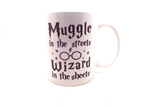 Taza Harry Potter - Muggles en la calle, mago en las sábanas