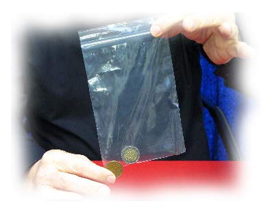 Magicians Coin Penetration - MÜNZENSCHMELZE, Zauberei mit Geld, Sichtbare Münzen-Durchdringung, Solid Thru Solid Magic, Coin Thru PET, Zaubertrick, Zaubertricks und Zauberartikel