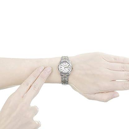 Seiko SXA115P1 – Reloj analógico de mujer de cuarzo con correa de titanio gris – sumergible a 100 metros