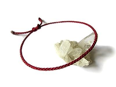 Bracelet corde/fil Rouge Foncé/Bordeau. Simple/Unisexe/Porte chance/Brésilien. Fait et tressé main avec du fil ciré et ajustable avec nœud coulissant. Réf.#36