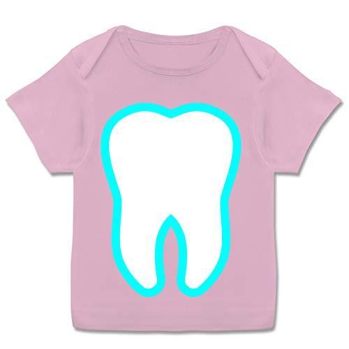 Karneval und Fasching Baby - Farbiger Zahn - Zahnfee Kostüm - 80-86 (18 Monate) - Rosa - E110B - Kurzarm Baby-Shirt für Jungen und Mädchen