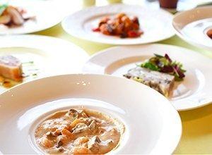 ビストロやま オードブル3点セット 海老のクリーム煮と他2点お好きなものを選択 (サーモンの薫製, トリッパ) (海老のオリーブ煮, 海鮮マリネ)