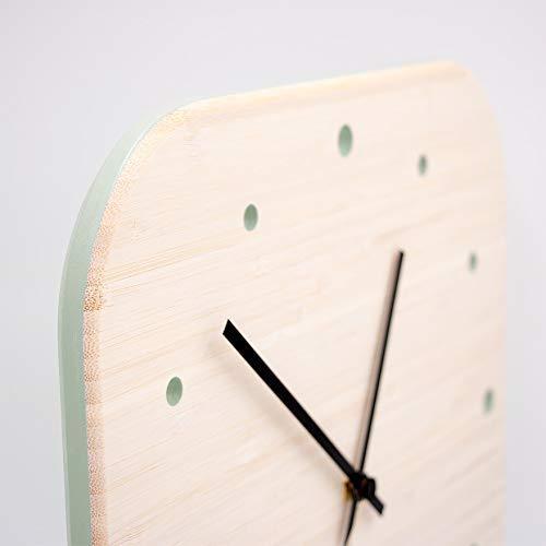 """Design-Wanduhr aus Bambus mit hochwertigem Quarz-Uhrwerk für Küche, Wohnbereich, Büro oder Schlafzimmer – Lackierung """"Patinagrün"""" - 33 x 33 cm"""
