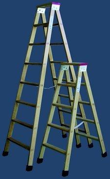 Escalera madera plegable tijera con soporte y tacos segunda mano  Se entrega en toda España