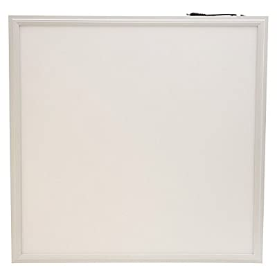 Illuminazione LED panel 60×60 quadrata ultrasottile 40W bianco naturale da 4000 a 4500 kelvin. Ideale per una casa, un ufficio o uno scopo commerciale moderno. Profilo in alluminio stampato bianco con sfumatura opaca bianca. La migliore applicazione di montaggio è da incasso, soffitto o sospensione. 30000 ore di vita e 3 anni di garanzia.