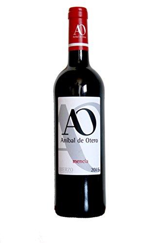 Vino tinto elaboración estilo libre 6 meses en barrica roble francés. 100% Mencia de viña vieja de cultivo tradicional en vaso.