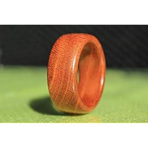Handgemachter Ring aus Holz – Schmuck – Holzring aus Zwetschgenholz