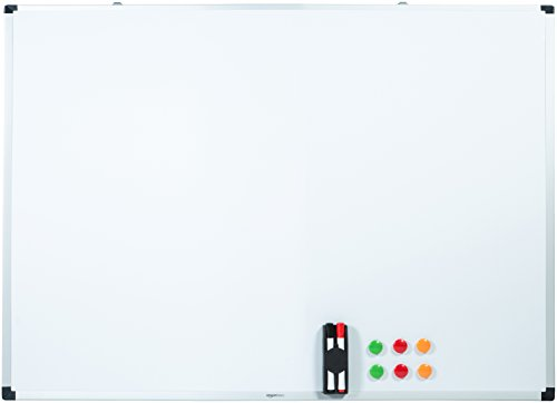 AmazonBasics - Pizarra blanca magnética con bandeja para rotuladores y marco de aluminio, 120 cm x 90 cm