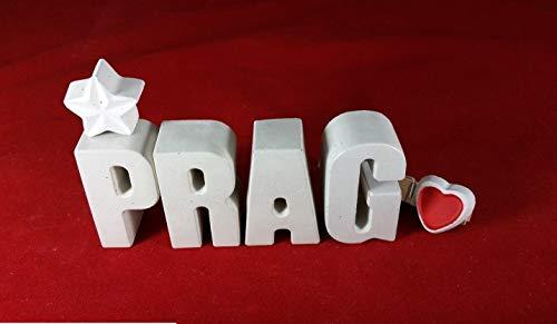 Beton, Steinguss Buchstaben PRAG Reise Hotel mit Stern und Herzklammer. Überraschen Sie doch Ihren Partner/in oder einen lieben Menschen mit einem Geschenk für eine Kurzreise, Trip oder Urlaub!