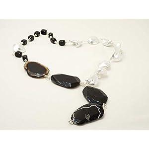 lange schwarz weiße y Kette aus Achat, Onyx Edelsteinen und weißen Barock Perlmuttperlen