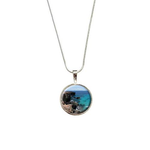 caribee-mallorca-cala-rocky-shore-ocean-bleu-eau-pendentif-avec-chaine-plaque-argent-925