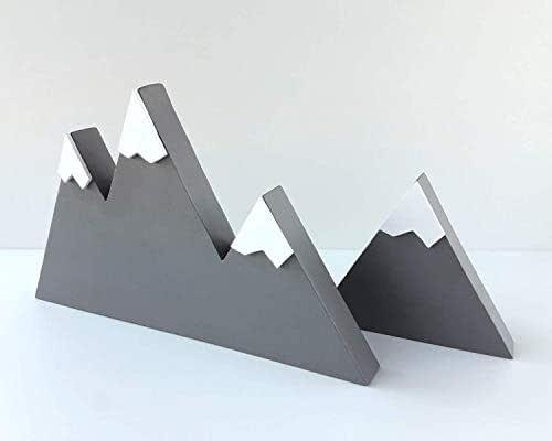 Set di due montagne di legno grigio in stile scandinavo