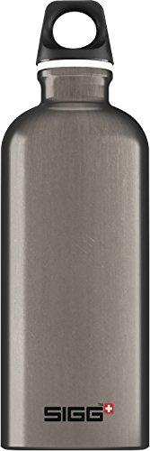 SIGG Traveller Smoked Pearl, Design Trinkflasche, Aluminium, 0.6 L, BPA Frei, Grau