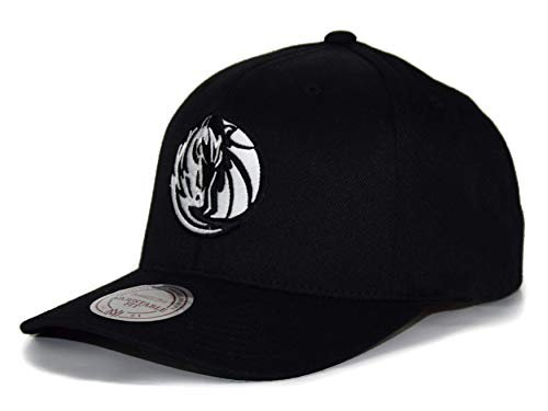 Mitchell & Ness Dallas Mavericks 110 Snapback NBA Cap Schwarz