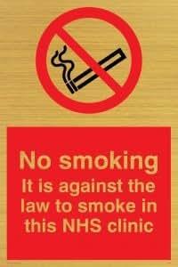 Viking Schilder ps984-a5p-g No Smoking. Es ist gegen The Law to smoke in dieser NHS-Klinik Zeichen, Kunststoff, starr gold, 200mm H x 150mm W
