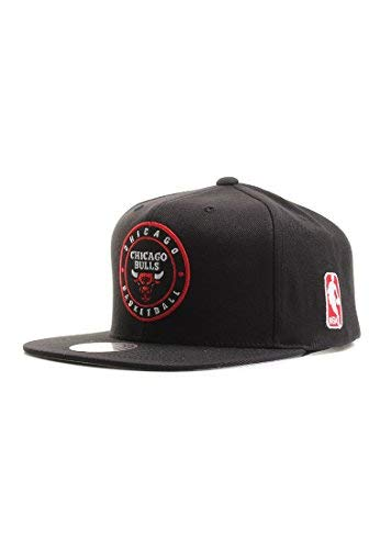 df040f5463e Mitchell   Ness Chicago Bulls Circle Patch Team Snapback Cappello