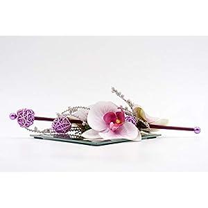 Längliches Tischgesteck mit Orchideen,Canastab,Canella+Rattankugeln auf einem Spiegelglas Untersetzer-Tischdeko mit künstl.Blumen