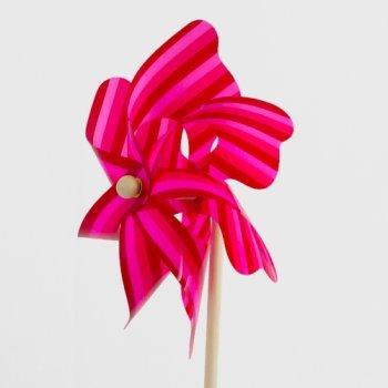Windspiel - Moulin 22 - UV-beständig und wetterfest - Windrad: Ø22cm, Standhöhe: 56cm - fertig aufgebaut inkl. Standstab von Colours in Motion - Du und dein Garten