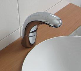Watermeetsdesign – Waschtisch-Sensorarmatur, Kalt- und Warmwasser, integrierter Batteriebetrieb, Chrom - 6