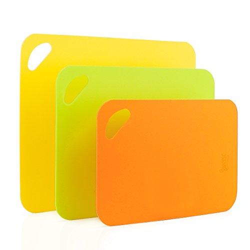 Sweese 7101 Schneidebrett 3er Set aus Kunststoff, Hochwertige Küchenbretter Frühstücksbretter, Biegsames Design, Rutschfeste Schneidematte in Orange Gelb Grün