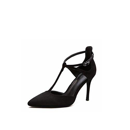 Pied pointu à talons hauts aux chaussures romaines