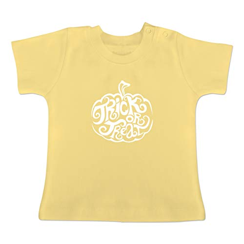 k or Treat - 1-3 Monate - Hellgelb - BZ02 - Baby T-Shirt Kurzarm ()