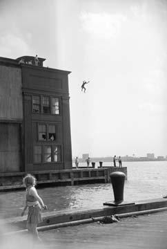 boy-jumping-de-ruth-orkin-alu-dibond-110-x-165cm