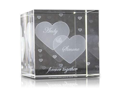VIP-LASER Glaswürfel XL mit zwei großen Herzen und kleineren Herzen graviert. Wir gravieren auch noch Deine Wunschnamen kostenlos ein - das ideale Partner Liebesgeschenk Geschenk zum Valentinstag, Weihnachten , Jahrestag oder zur Verlobung! Weihnachtsgeschenk