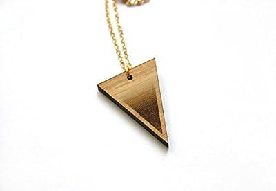 Collier triangle, sautoir long en bois. Bijou géométrique, fabrication artisanale. Chaîne en laiton doré.