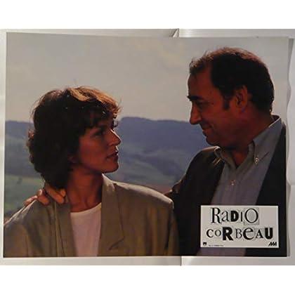 Série publicitaire complète de 12 photos couleurs (21 cm x 27 cm) de Radio Corbeau (1989), film réalisé par Yves Boisset avec Claude Brasseur, Pierre Arditi, Christine Boisson, etc. - État neuf.