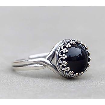 Krönchen Ring mit schlicht, schwarzen Stein