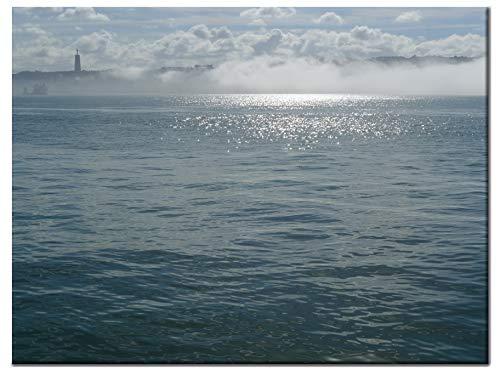 Kunstdruck auf Leinen - Meerblick im Nebel - Tajo Almada Cristo Rei - Atlantik Meeresblick - Leinendruck in hoher Qualität - UV-Schutz versiegelt - auf Keilrahmen gespannt - 2 Formate | Lea Schock