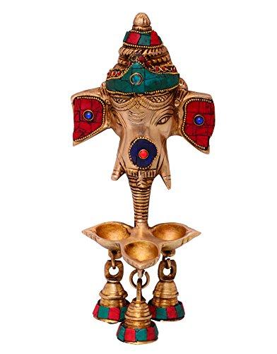 purpledip Ganesha Wandbehang mit 3Deepak Lampen & Hängende Glocken: modellierte in massiv Messing Metall mit farbigen Edelsteine, Einzigartige indische Geschenk (10698) (Lampe Mit Edelsteinen)