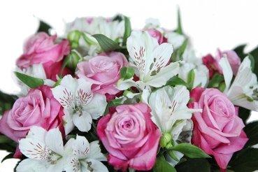 Blumenstrauß - Lila-weißer Rosenstrauß mit Alstromerien von Blumenversand Rosenbote - Du und dein Garten
