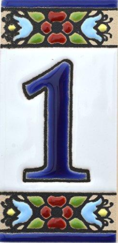 """Numéro maison. Écriteaux avec numéros et lettres. Carreaux de céramique polychromée, peints à la main dans technique corde sèche (cuerda seca) pour plaques avec numéros, noms, directions et signalisation. Un texte personnalisable. Dessin FLORES MINI 7,3 cm x 3,5 cm. (NUMÉRO UN """"1"""")"""