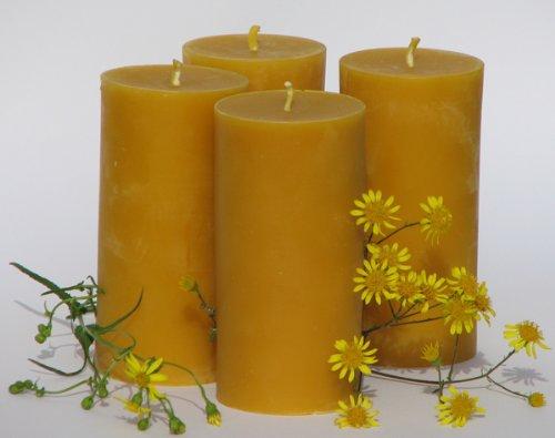 4 große Stumpen Kerzen à 360 Gramm, Höhe 12,5 cm, Durchmesser 6,5 cm. BIENENWACHS KERZEN aus reinem Imkerwachs - aus der Schwarzwälder Kerzenmanufaktur